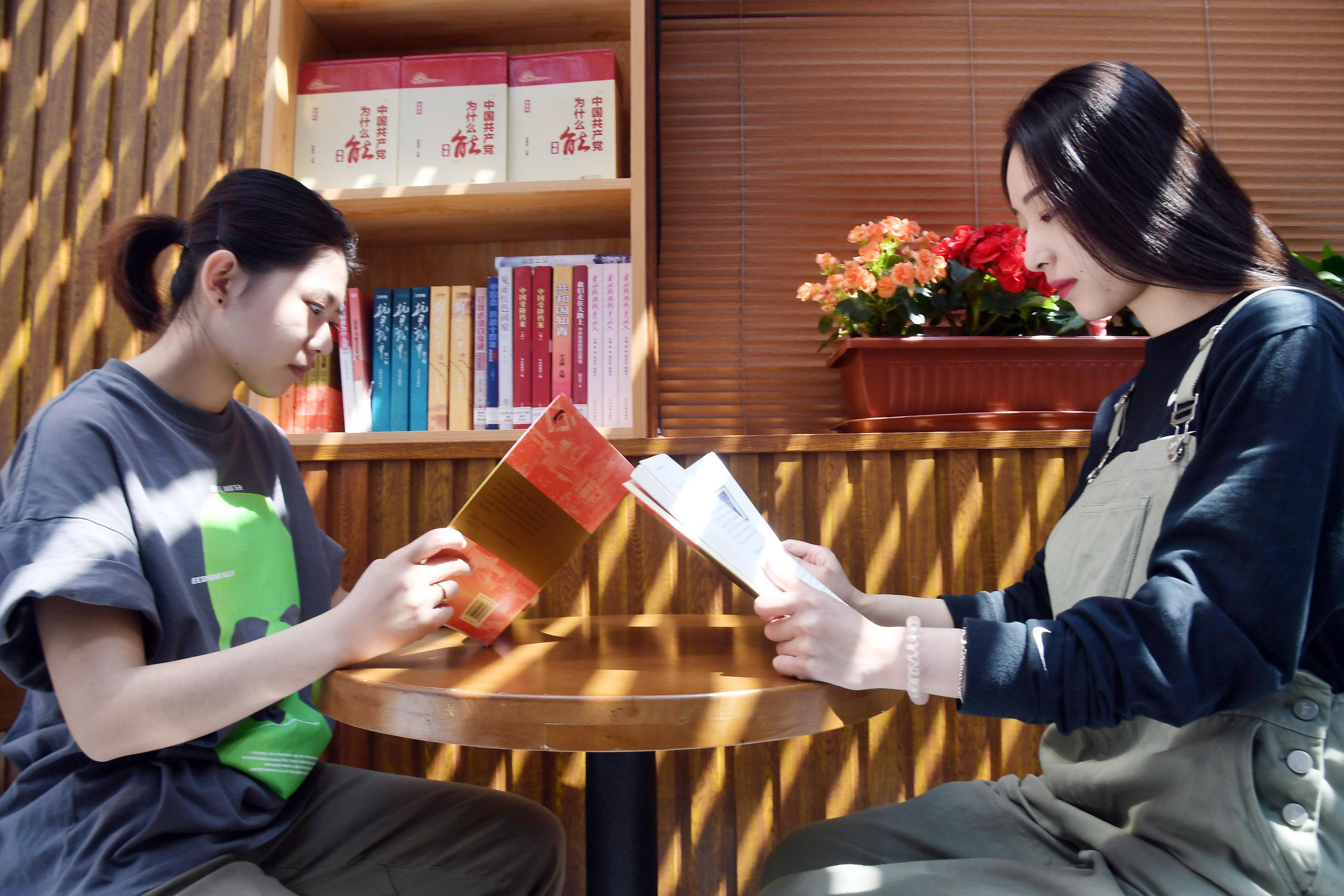 学党史 品书香 中共满洲省委旧址纪念馆红色书房