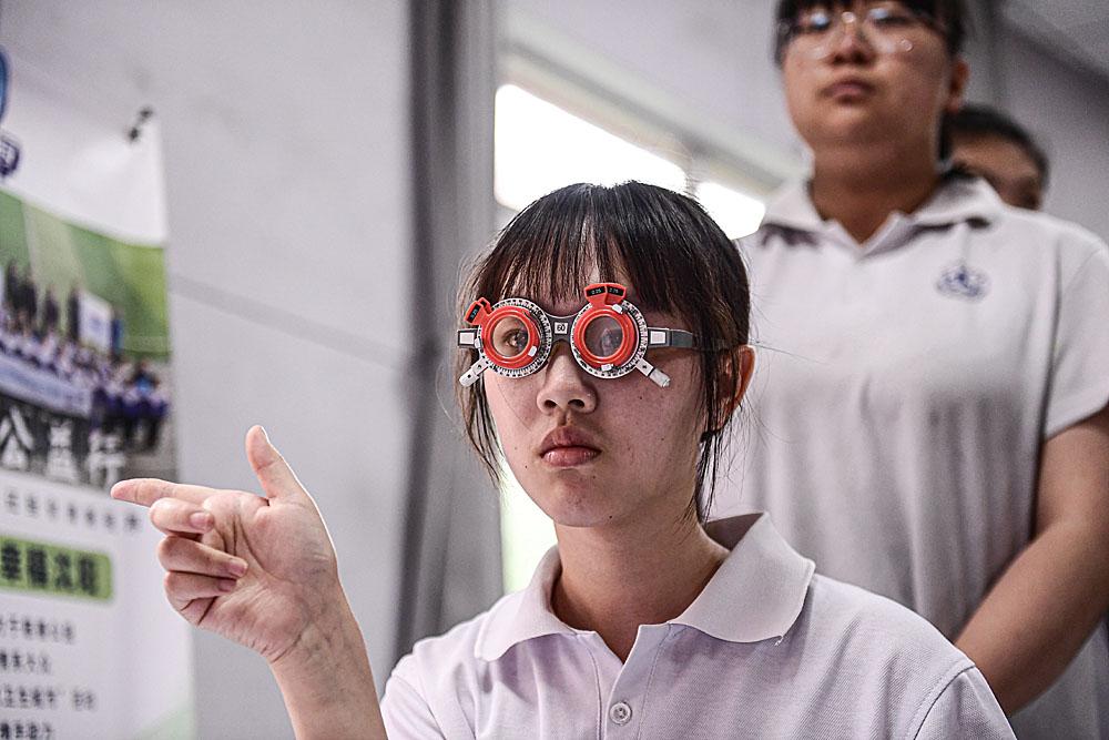 关爱眼健康科学防控近视进校园